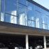 De toonzaal is ingericht op de eerste verdieping en biedt op die manier een maximale visibiliteit.
