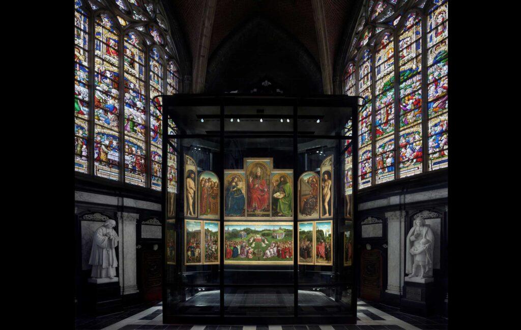 Lam-Gods-open-Sint-Baafskathedraal-Gent-c-www.artinflanders